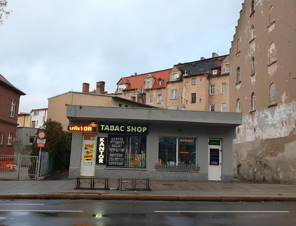 © André, Diese traumhafte Hütte hab ich beim Neujahrsspaziergang von Görlitz nach Polen angetroffen.